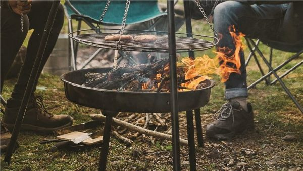 Easy Camp Camp Fire Tripod Deluxe sausages cooking